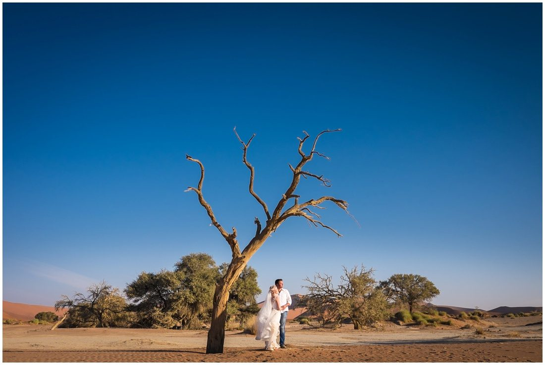 namibian wedding marienthal - rory & christa bride & groom sossusvlei-8