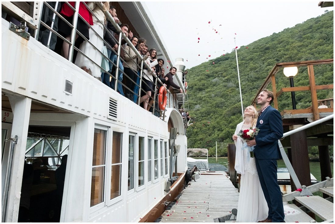 garden-route-knysna-featherbed-wedding-adriaan-and-lukie-ceremony-15